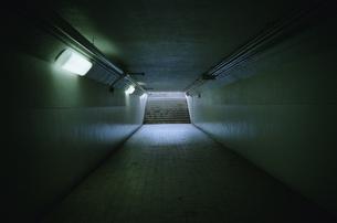 海岸へ続く地下通路の写真素材 [FYI00094182]