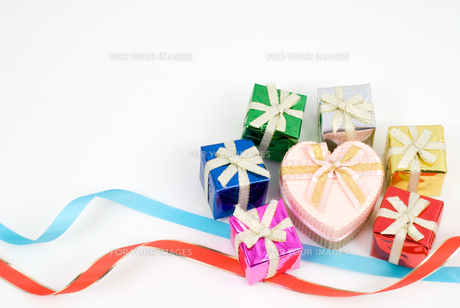 贈り物とリボンのイメージの写真素材 [FYI00094237]