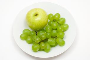 ブドウと青りんごの写真素材 [FYI00094545]