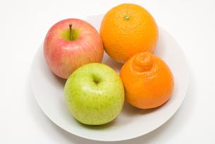 オレンジとりんごの写真素材 [FYI00094546]