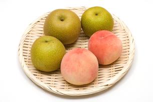 梨と桃の写真素材 [FYI00094575]
