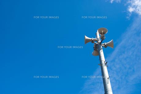 防災行政無線の拡声スピーカーの写真素材 [FYI00094621]