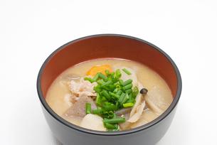 豚汁・中丼どんぶり盛りの写真素材 [FYI00094804]