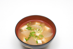 ダイコンと豆腐の味噌汁の写真素材 [FYI00094812]