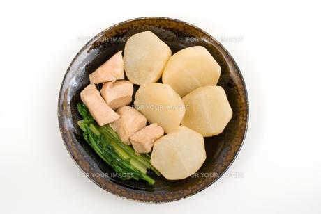 カブと鶏肉の煮物・天目皿盛りの素材 [FYI00095310]