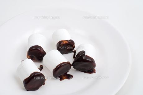 チョコのついたマシュマロの写真素材 [FYI00095365]