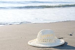 砂浜の帽子の写真素材 [FYI00095460]