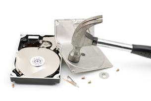 破壊したハードディスクの写真素材 [FYI00095650]