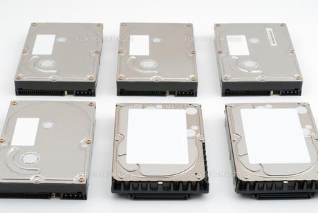 並べたハードディスクの写真素材 [FYI00095651]