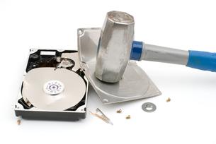 破壊したハードディスクの写真素材 [FYI00095658]