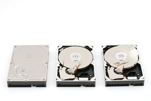 破壊順に並べたハードディスクの写真素材 [FYI00095661]