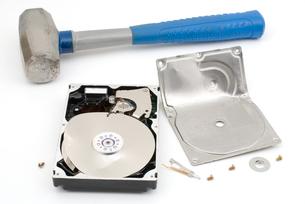 破壊したハードディスクの写真素材 [FYI00095664]
