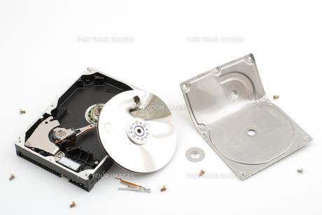 破壊したハードディスクの写真素材 [FYI00095667]