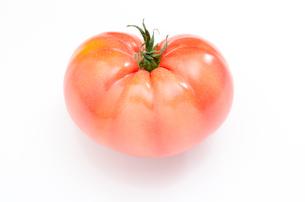 1個のトマトの写真素材 [FYI00096236]