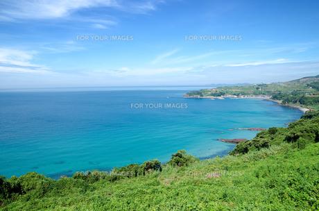 長島のエメラルドブルーの海と空の素材 [FYI00096701]