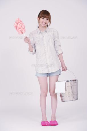 日本人の若い女性の写真素材 [FYI00097643]