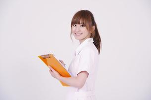 日本人の若い女性の写真素材 [FYI00097676]