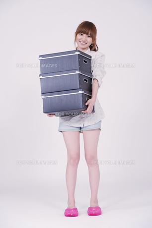 日本人の若い女性の写真素材 [FYI00097688]