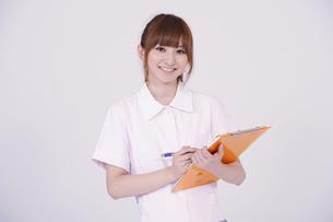 日本人の若い女性の写真素材 [FYI00097692]