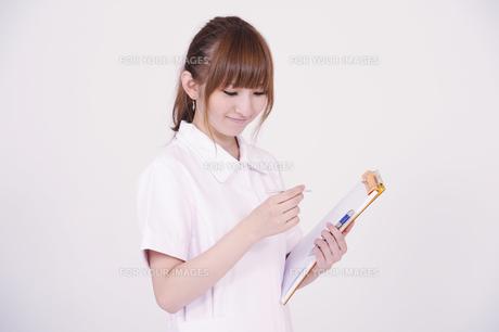 日本人の若い女性の写真素材 [FYI00097693]