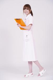 日本人の若い女性の写真素材 [FYI00097699]