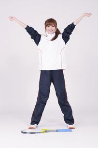 トレーニングウエアを着た女性の写真素材 [FYI00097704]