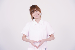 日本人の若い女性の写真素材 [FYI00097706]