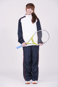 トレーニングウエアを着た女性の写真素材 [FYI00097710]