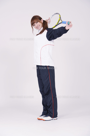 トレーニングウエアを着た女性の写真素材 [FYI00097712]