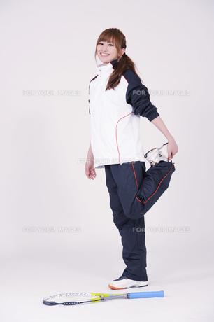トレーニングウエアを着た女性の写真素材 [FYI00097714]