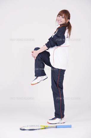 トレーニングウエアを着た女性の写真素材 [FYI00097715]