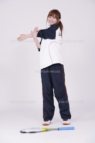 トレーニングウエアを着た女性の写真素材 [FYI00097717]