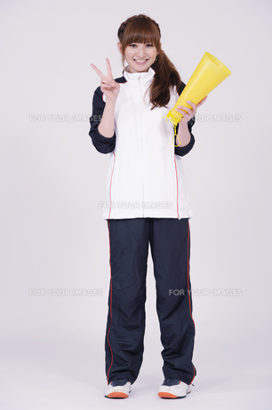 トレーニングウエアを着た女性の写真素材 [FYI00097718]