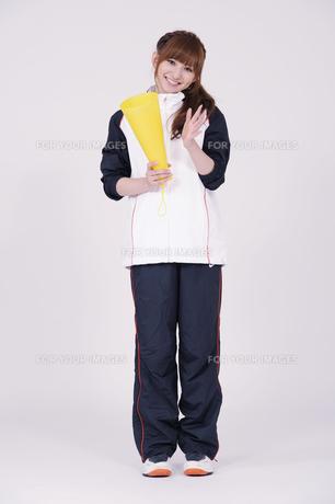 トレーニングウエアを着た女性の写真素材 [FYI00097720]