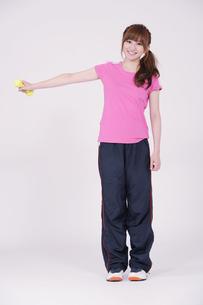 トレーニングウエアを着た女性の写真素材 [FYI00097722]