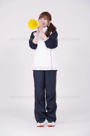 トレーニングウエアを着た女性の写真素材 [FYI00097729]