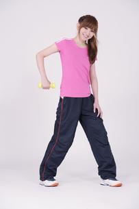 トレーニングウエアを着た女性の写真素材 [FYI00097734]