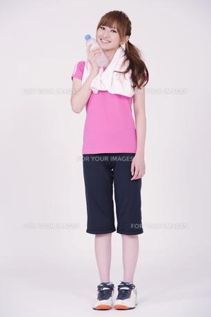 トレーニングウエアを着た女性の写真素材 [FYI00097737]