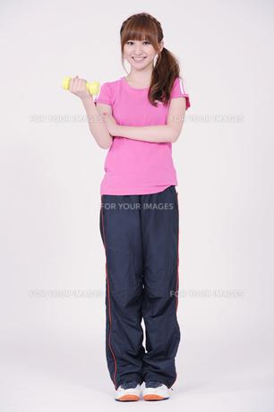 トレーニングウエアを着た女性の写真素材 [FYI00097739]