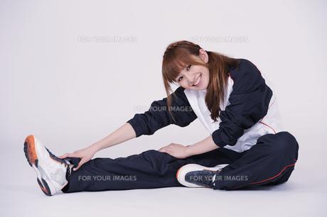 トレーニングウエアを着た女性の写真素材 [FYI00097741]