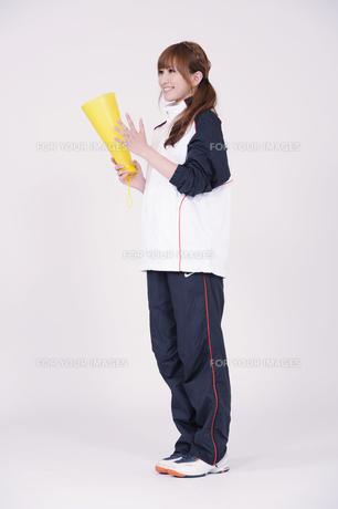 トレーニングウエアを着た女性の写真素材 [FYI00097748]
