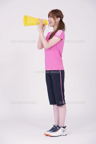 トレーニングウエアを着た女性の写真素材 [FYI00097751]