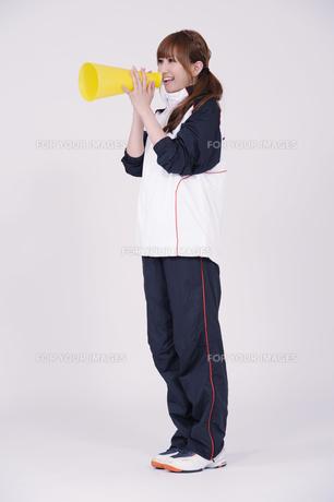トレーニングウエアを着た女性の写真素材 [FYI00097752]