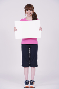 トレーニングウエアを着た女性の写真素材 [FYI00097759]