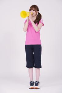 トレーニングウエアを着た女性の写真素材 [FYI00097761]