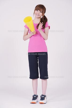 トレーニングウエアを着た女性の写真素材 [FYI00097763]