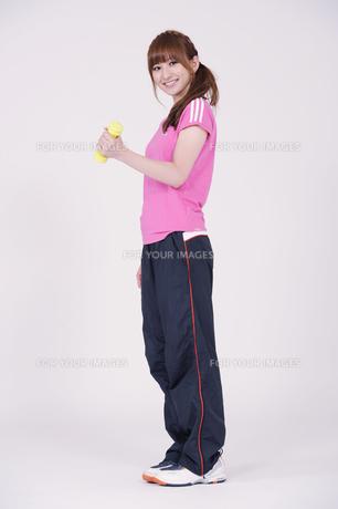 トレーニングウエアを着た女性の写真素材 [FYI00097764]