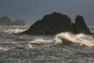 日本海の荒波の写真素材 [FYI00098161]