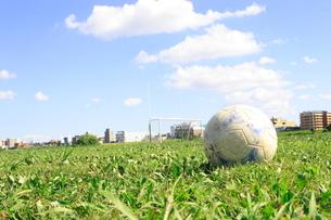草サッカーの写真素材 [FYI00098476]