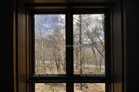 窓辺の風景の素材 [FYI00098679]